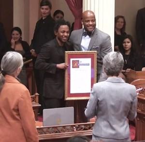 Kendrick Lamar receives the 35th Generational Icon award from California State Senator Isadore Hall III.