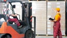 LO-forklift-warehouse