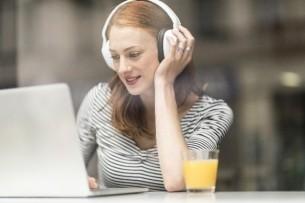 girl_laptop_headphones_juice
