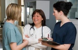 nurses-talking-e1526566345974.jpg